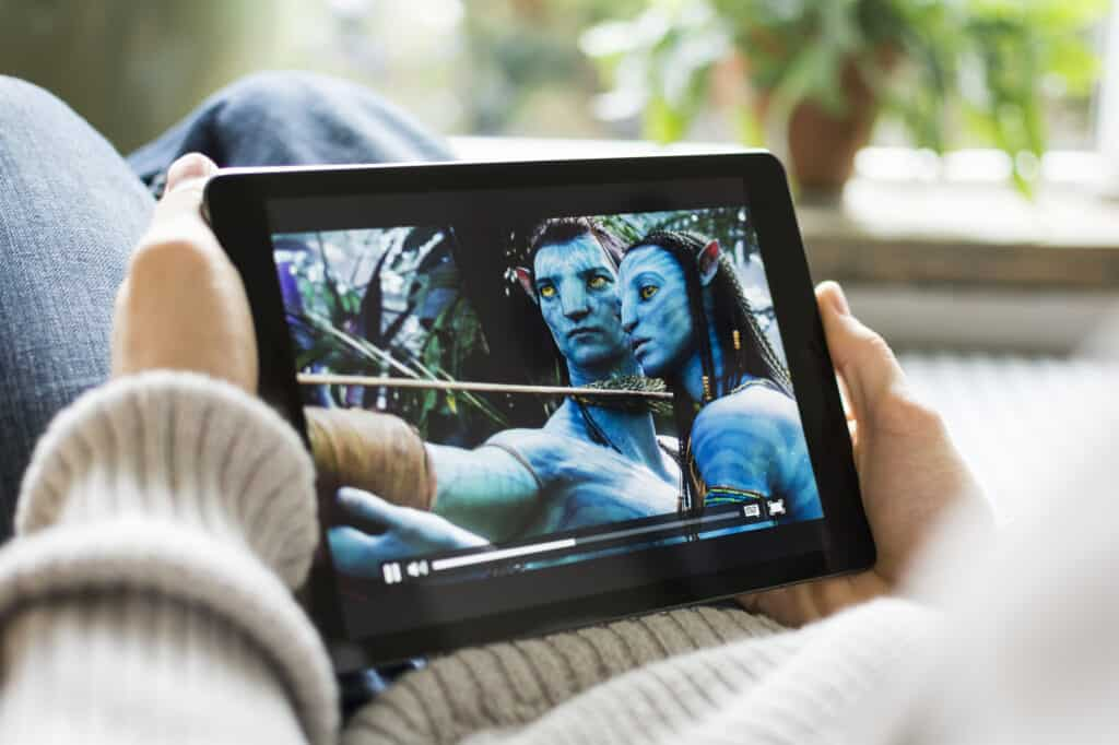 Ser film på tablet